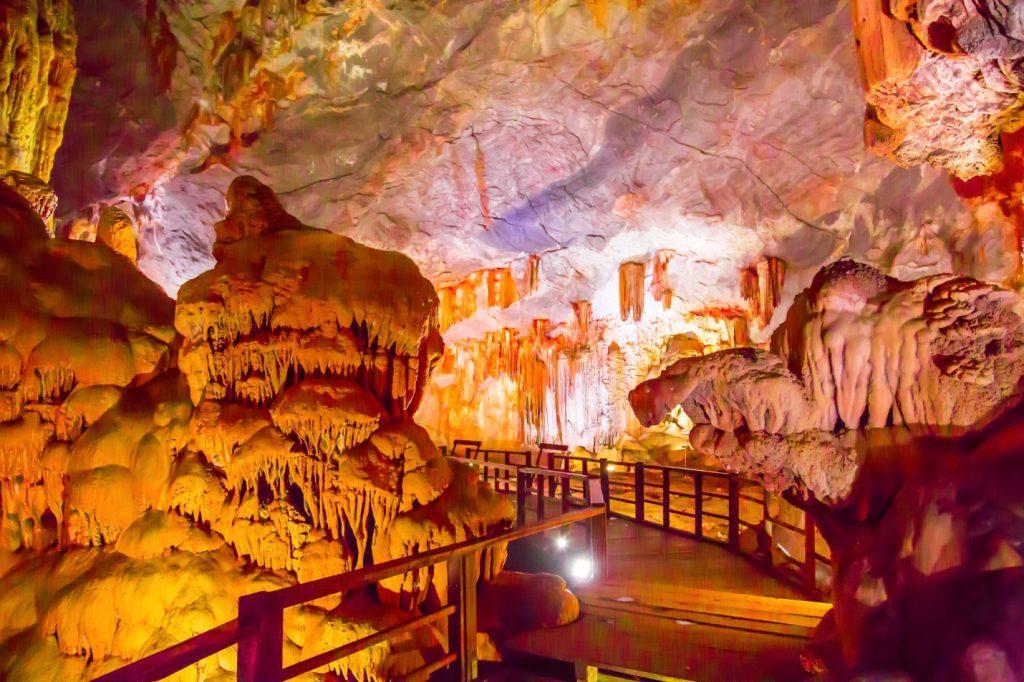 Tour Hạ Long - Động Thiên Cung đẹp lộng lẫy khiến cho du khách phải ngẩn ngơ