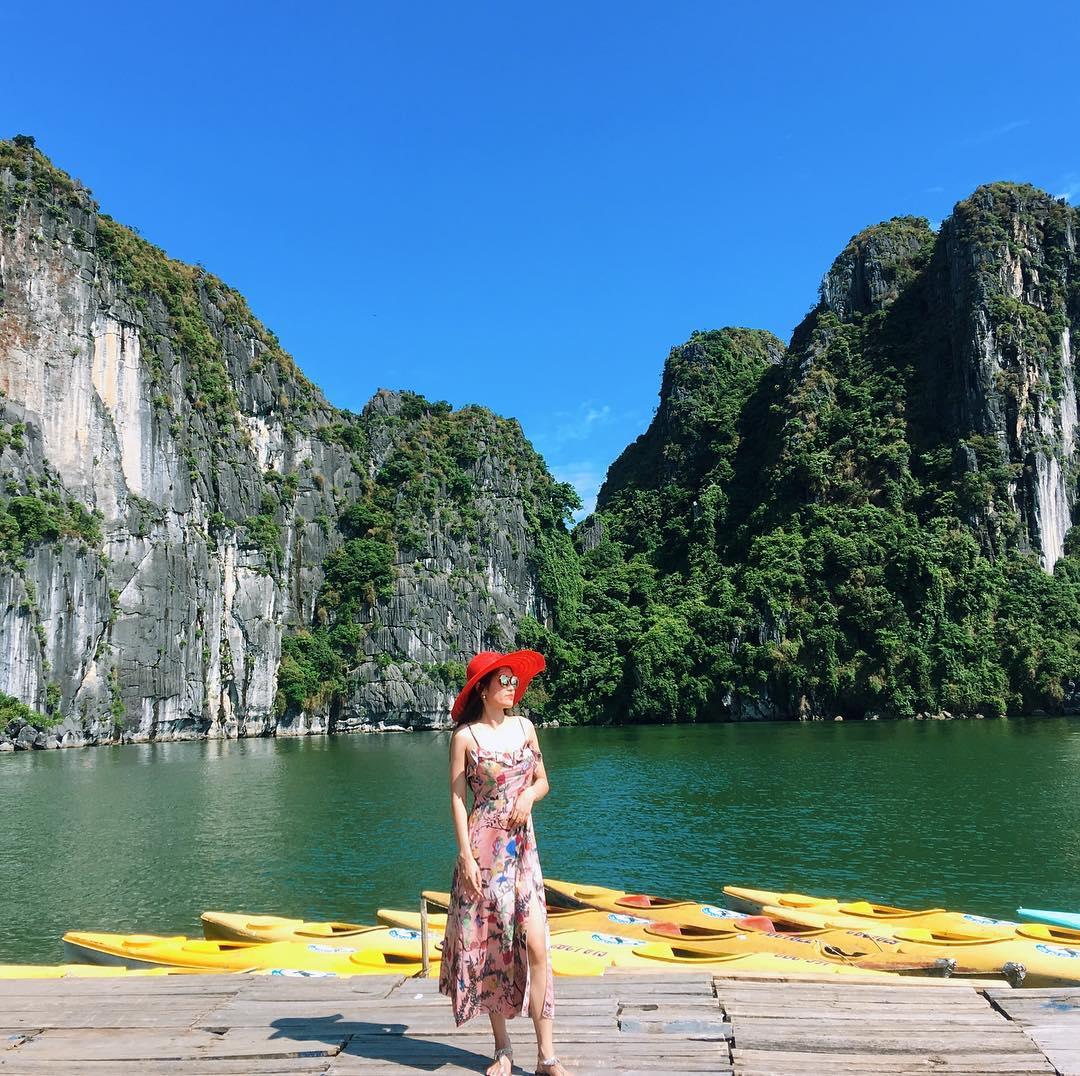 Tour du lịch ha long - Vịnh Hạ Long, Quảng Ninh nằm chếch về phía Đông Bắc Việt Nam